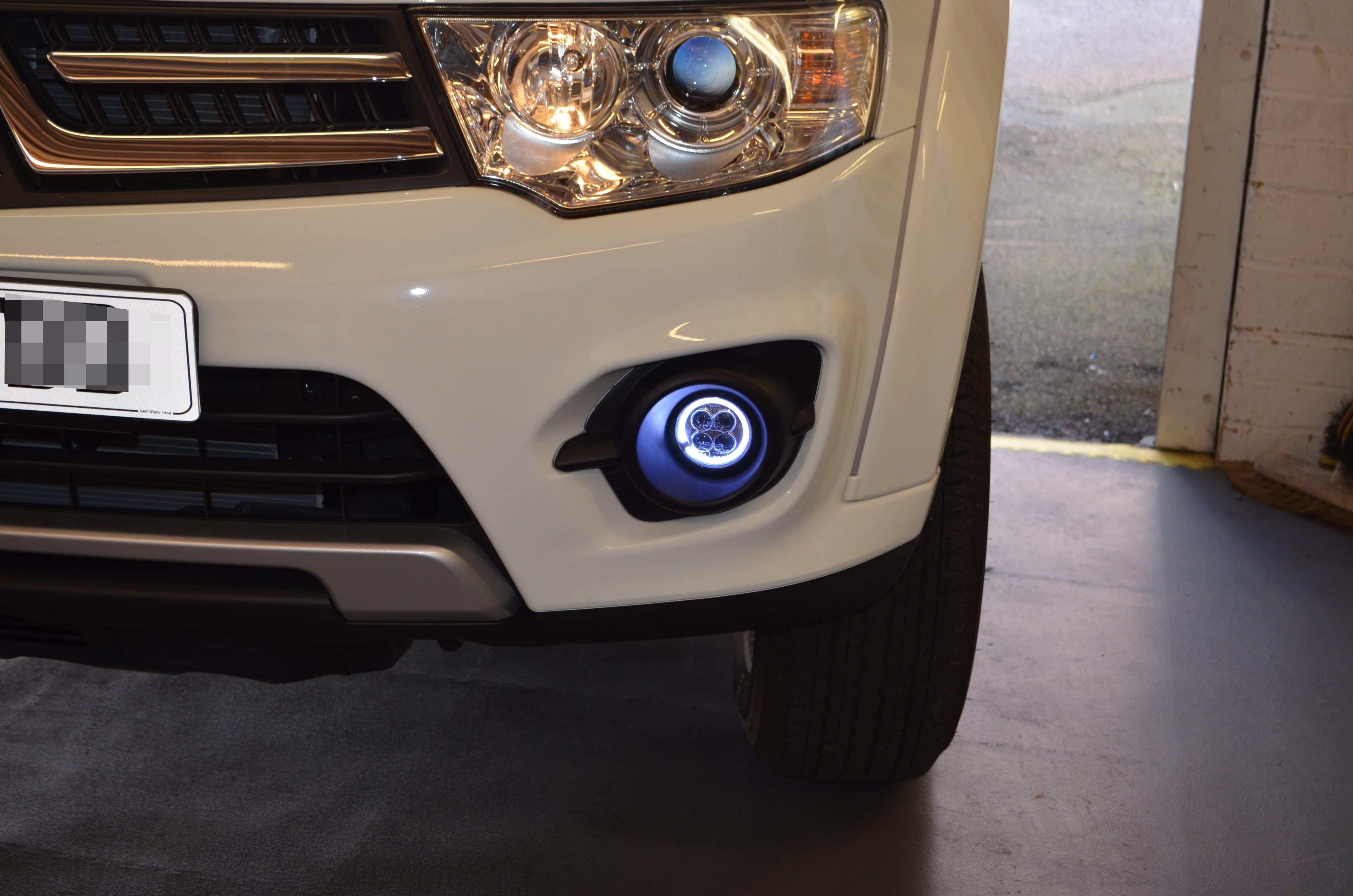 2015 Mitsubishi L200 with DRLs